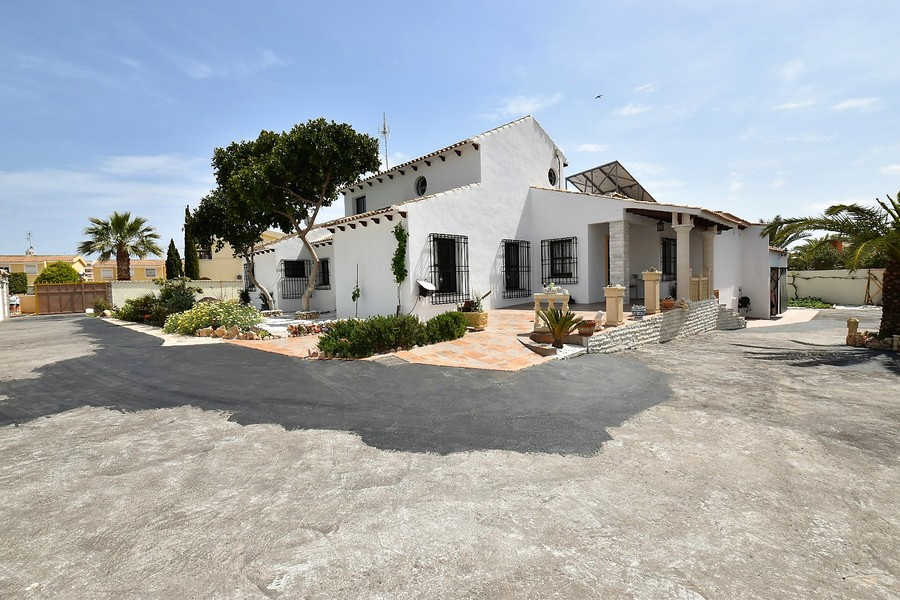 Ref:ES15114 Villa For Sale in Orihuela Costa