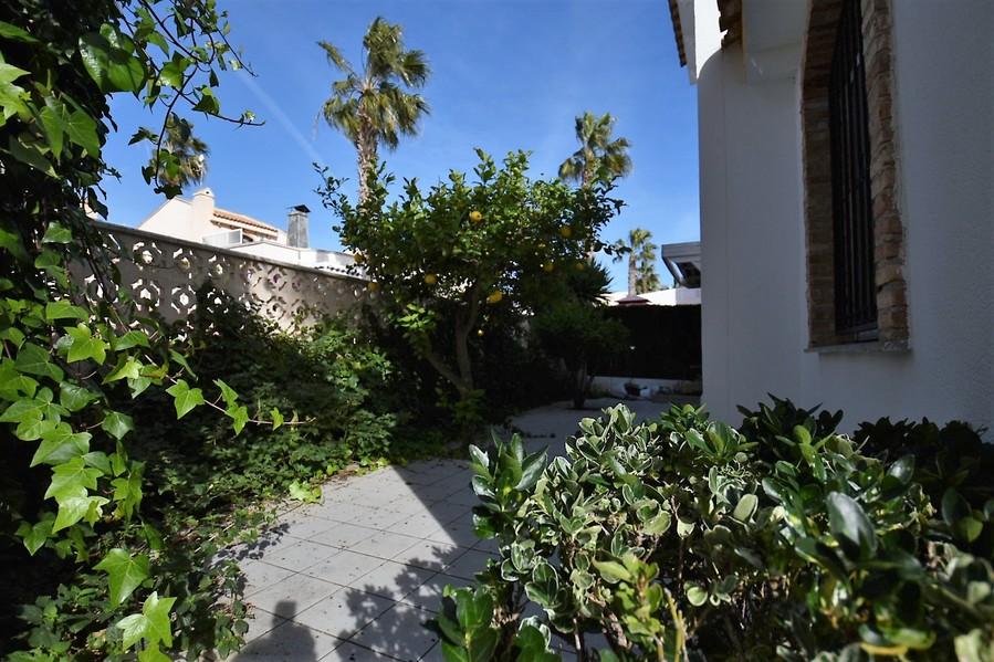ES15120: Villa for sale in Playa Flamenca