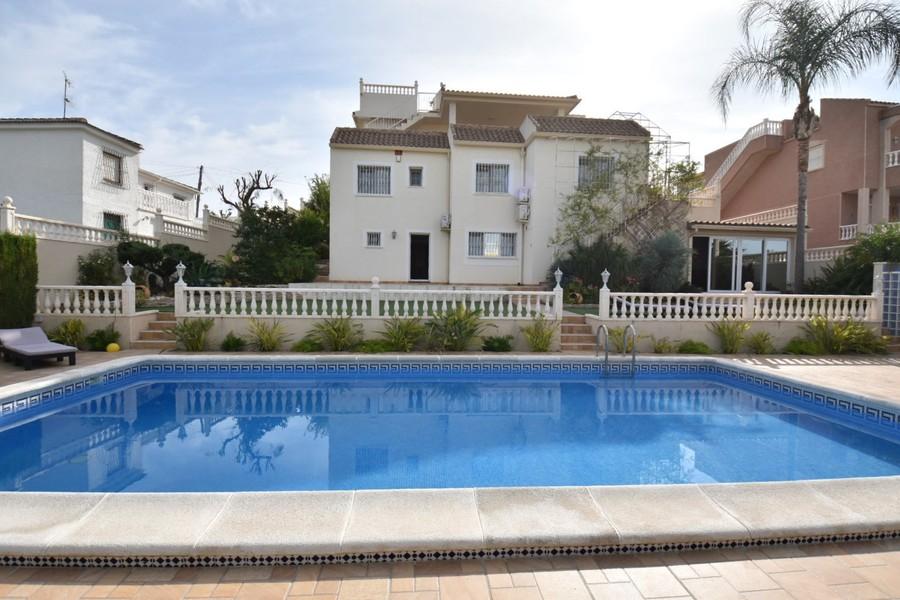 Ref:ES18808 Villa For Sale in Torrevieja