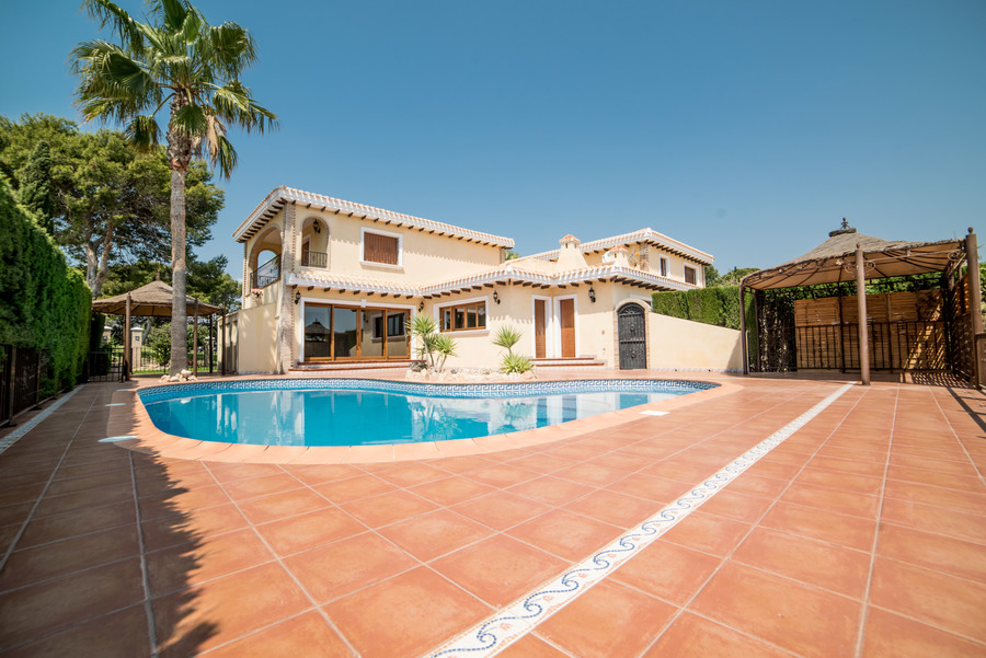 Ref:ES18820 Villa For Sale in Orihuela Costa