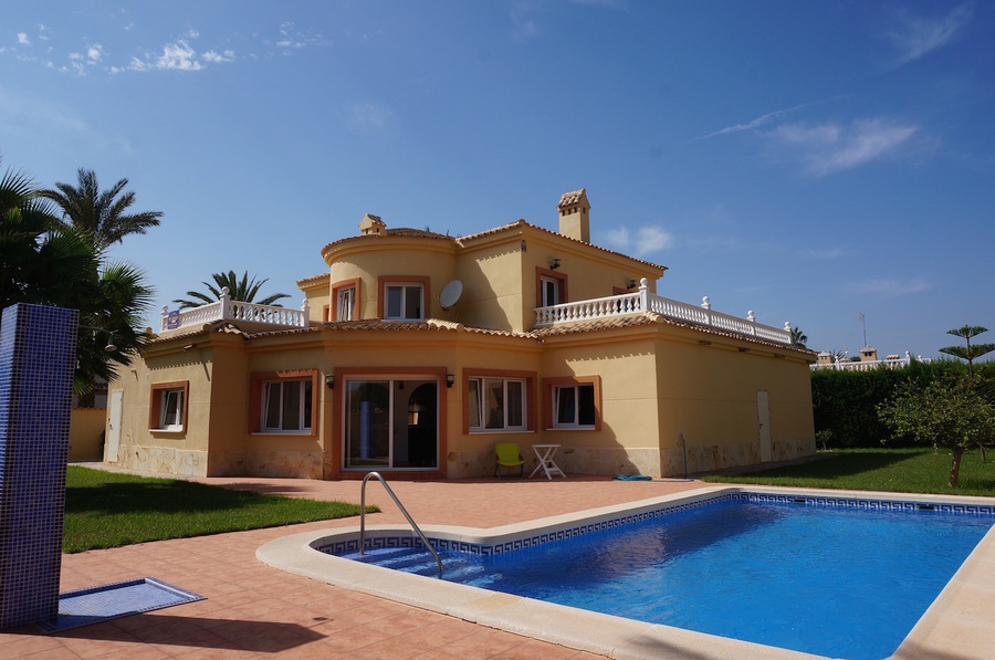 Ref:ES97570 Villa For Sale in Cabo Roig